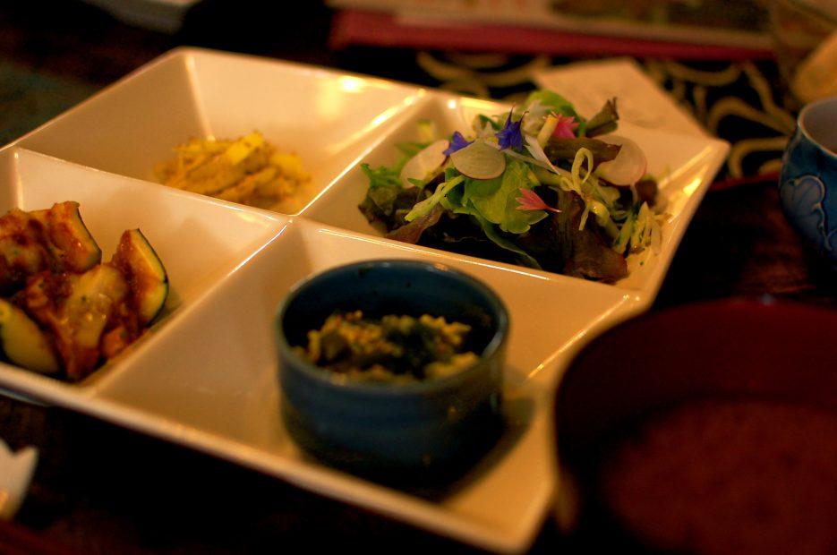 奥三河で新鮮な有機野菜ランチを楽しめる「古民家カフェ はちどり」 - DSC 0007 935x620
