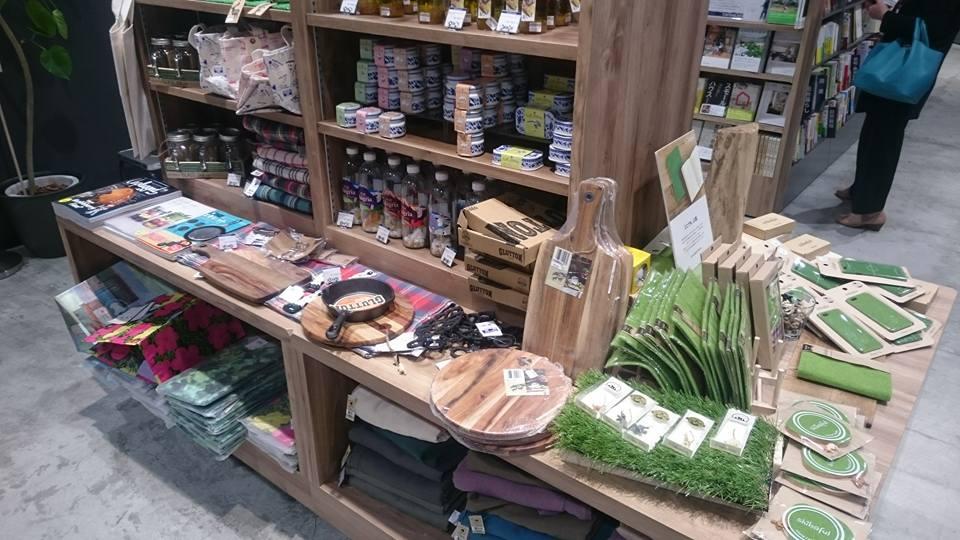 カフェで珈琲を飲みながら店内の本を楽しめる!リブロ名古屋店がリニューアルオープンした、栄のブックカフェ「Carlova360 NAGOYA」 - 8621ce7ab7beff3786f669da94e14924