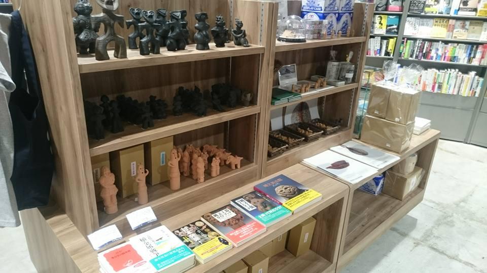 カフェで珈琲を飲みながら店内の本を楽しめる!リブロ名古屋店がリニューアルオープンした、栄のブックカフェ「Carlova360 NAGOYA」 - cdd0a76fc83ce5c67b2650c6477416d7