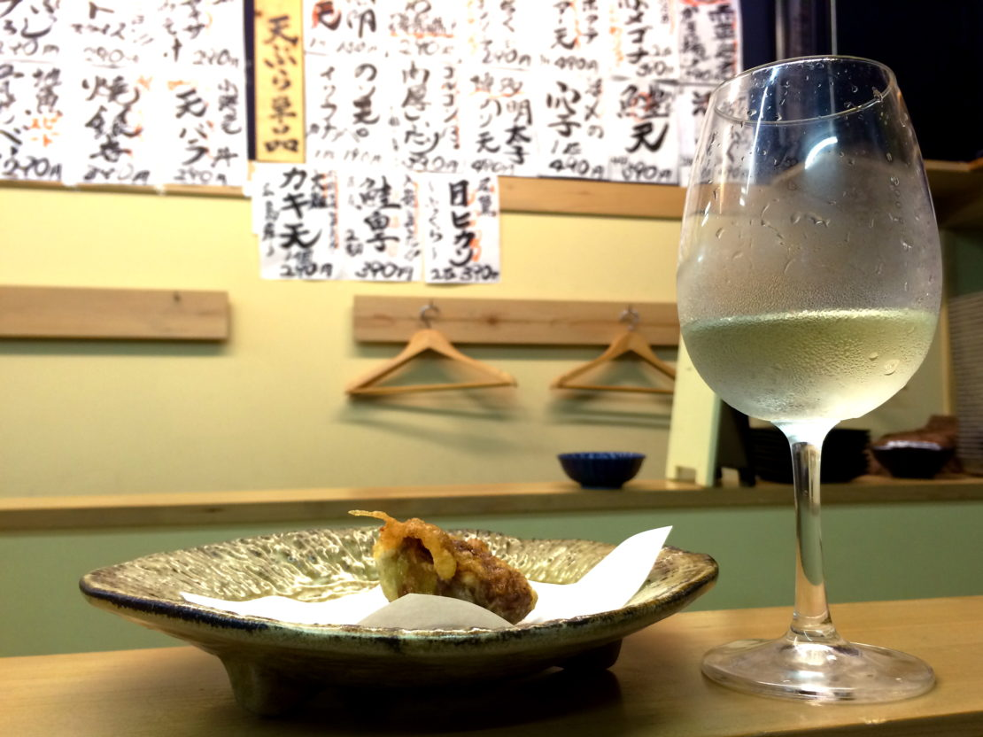 夜の柳橋市場でワインを楽しむなら「天ぷらとワイン 小島」のカウンターがオススメ!