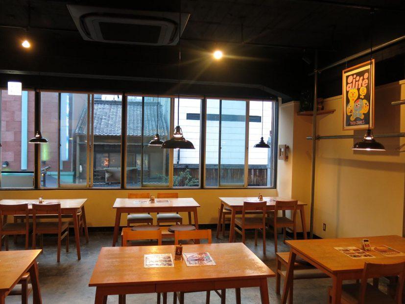 世界各地のビールも飲める!栄のゆったりとくつろげる隠れ家カフェ「cafe&bar WALTZ」 - waltz1 827x620