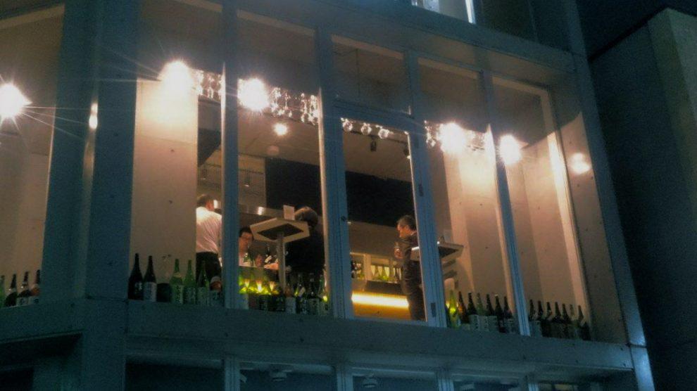 おしゃれに、気軽に楽しめる!伏見の純米酒専門店「八咫」で見つけるお気に入りの一杯。 - 12281996 846858742115192 1793786756 o 990x556
