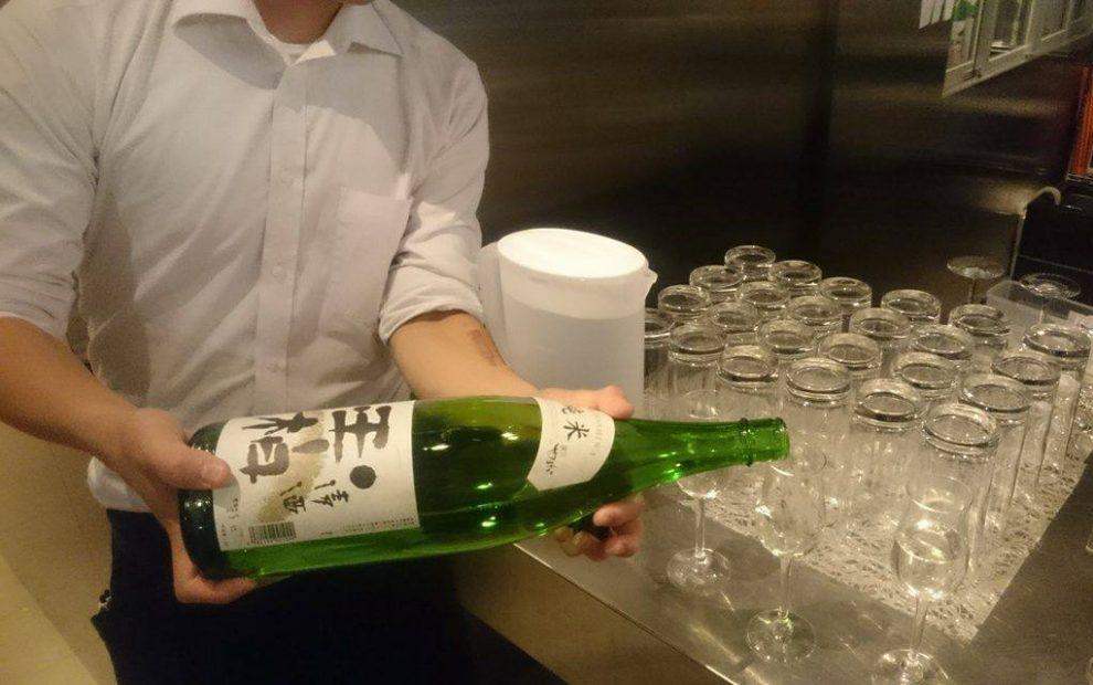 おしゃれに、気軽に楽しめる!伏見の純米酒専門店「八咫」で見つけるお気に入りの一杯。 - 12287455 846858698781863 1654033976 o 990x620