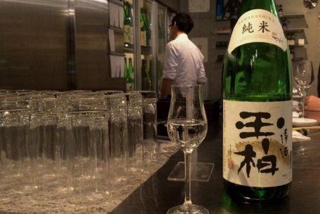 おしゃれに、気軽に楽しめる!伏見の純米酒専門店「八咫」で見つけるお気に入りの一杯。