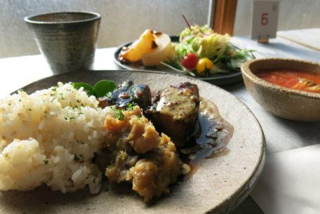 常滑の陶器と食で楽しむ非日常空間。「旅するパーラー陶の森」体験レポート
