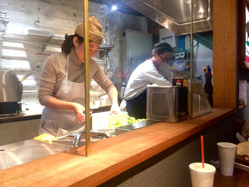 伏見地下街にある大人気のハンバーガー専門店「HANDSOME BURGER」 - IMG 7688 1 827x620