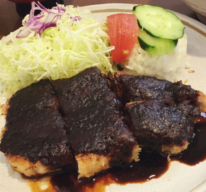 鉄板で焼くからカロリー控えめ!洋食メニューも豊富な「とんかつオゼキ」 - image 667x620