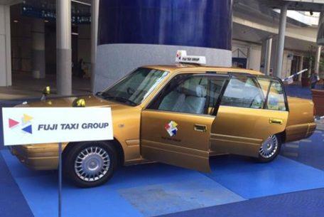 見るだけで幸せになれるかも!名古屋を走るフジタクシーの「金のタクシー」
