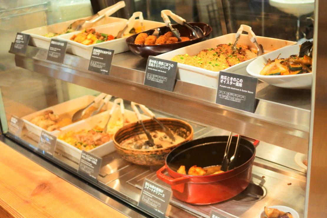 名駅から徒歩5分で栄養たっぷりデリランチ!「Cafe&Meal MUJI」