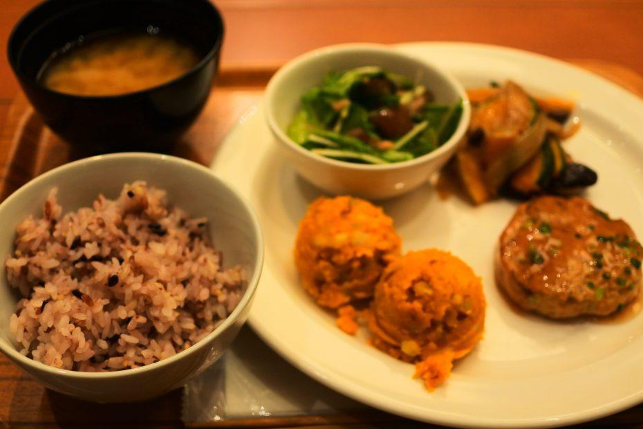 名駅から徒歩5分で栄養たっぷりデリランチ!「Cafe&Meal MUJI」 - DSC 0647 930x620