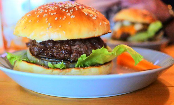 昼過ぎにクラフトビールと贅沢ハンバーガーを堪能。伏見「BRICK LANE」 - DSC 0732 660x400