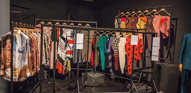 ポール・スミスの服の展示
