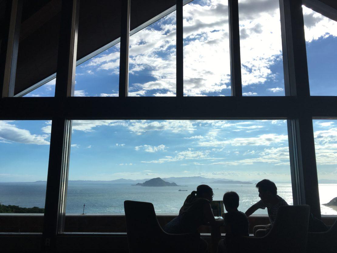 目の前に広がる海は、まさに絶景!伊良湖ビューホテルのコーヒーハウス「アドリア」