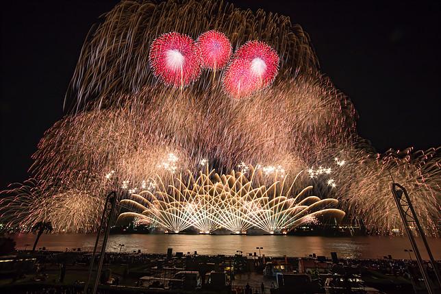 秋だけど花火が見れるのは名古屋港だけ!10月22日は「た〜まや〜」と叫ぼう - 010