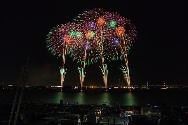 秋だけど花火が見れるのは名古屋港だけ!10月22日は「た〜まや〜」と叫ぼう - 012