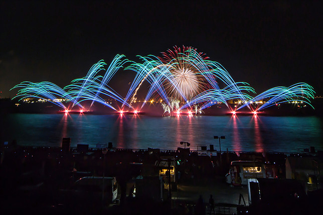 秋だけど花火が見れるのは名古屋港だけ!10月22日は「た〜まや〜」と叫ぼう - 015 2