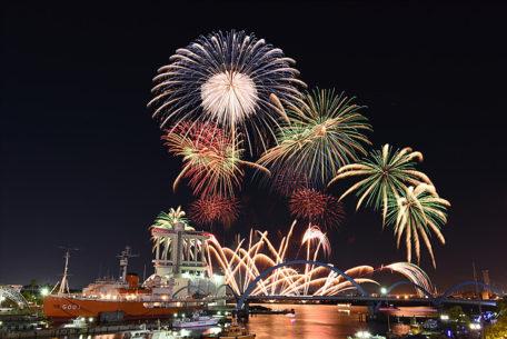 秋だけど花火が見れるのは名古屋港だけ!10月22日は「た〜まや〜」と叫ぼう