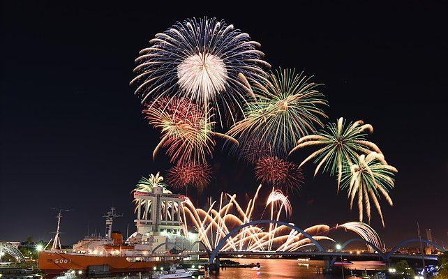 秋だけど花火が見れるのは名古屋港だけ!10月22日は「た〜まや〜」と叫ぼう - 016 642x400