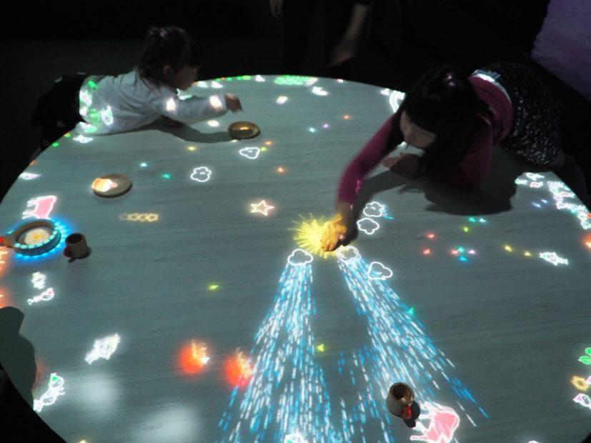 「チームラボ★アイランド 踊る!アート展と、学ぶ!未来の遊園地」に行ってきました! - PB110045 827x620