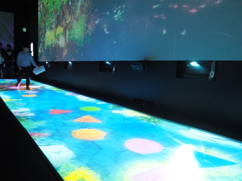 「チームラボ★アイランド 踊る!アート展と、学ぶ!未来の遊園地」に行ってきました! - PB110047 827x620
