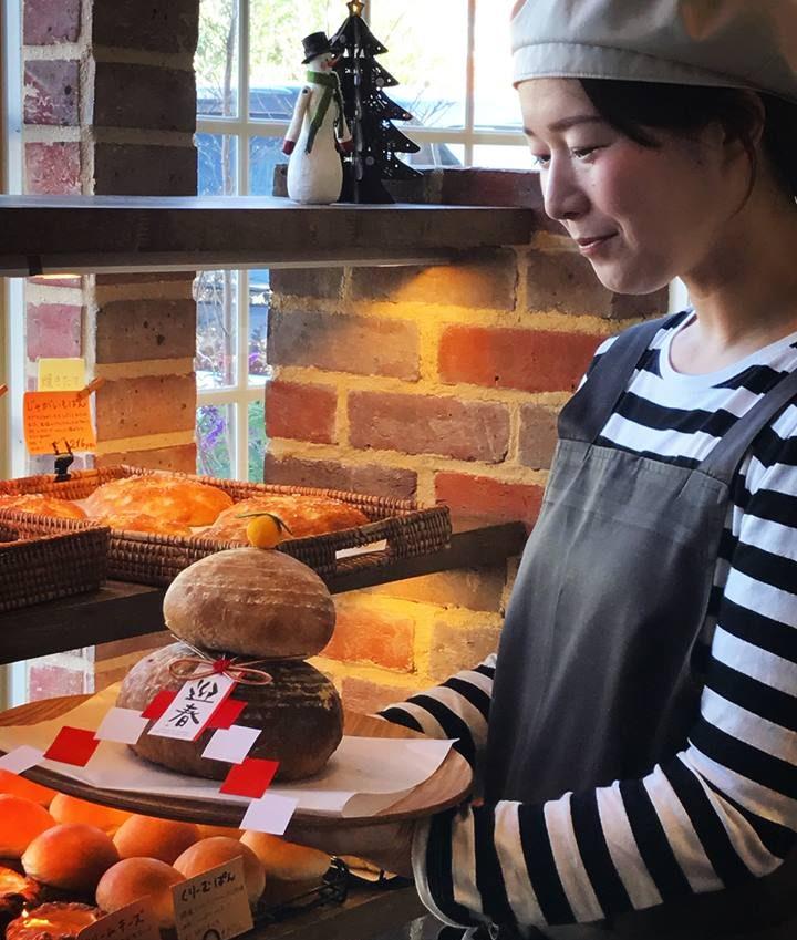 【限定販売】パンが好きなら正月から食べればいいじゃない!豊橋「鏡もちパン」発売 - 15749537 1739712806346787 1400815583 n e1482897314821