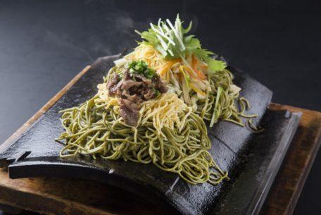 熱々の瓦の上にのったお蕎麦って?博多天ぷら「きら天」がイオン長久手にオープン