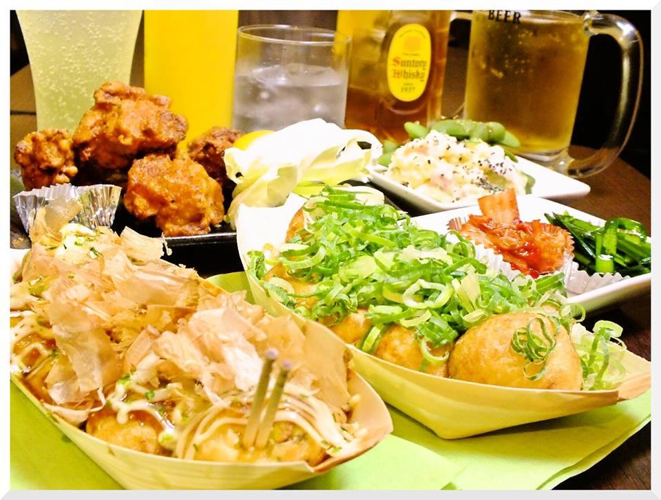 夕方からは、大阪名物「串カツ」も食べることができる