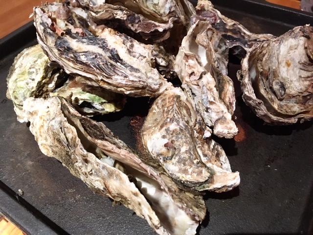 名物! 牡蠣のガンガン鉄板焼き(焼き牡蠣)