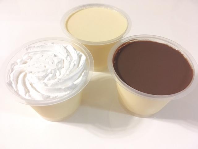 「濃厚カスタードプリン(中央)」、「ホイッププリン(左)」、「パリパリチョコプリン(右)」