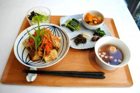 野菜本来の味を生かした料理を提供。栄にある自然派カフェ「農園食堂 ICHI」
