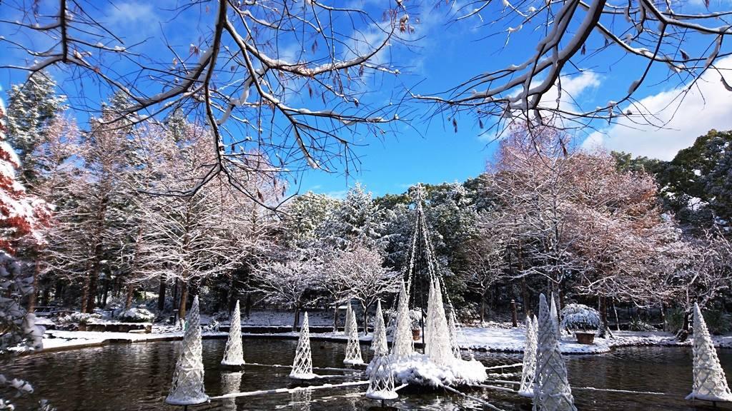 雪の日の久屋大通庭園フラリエ