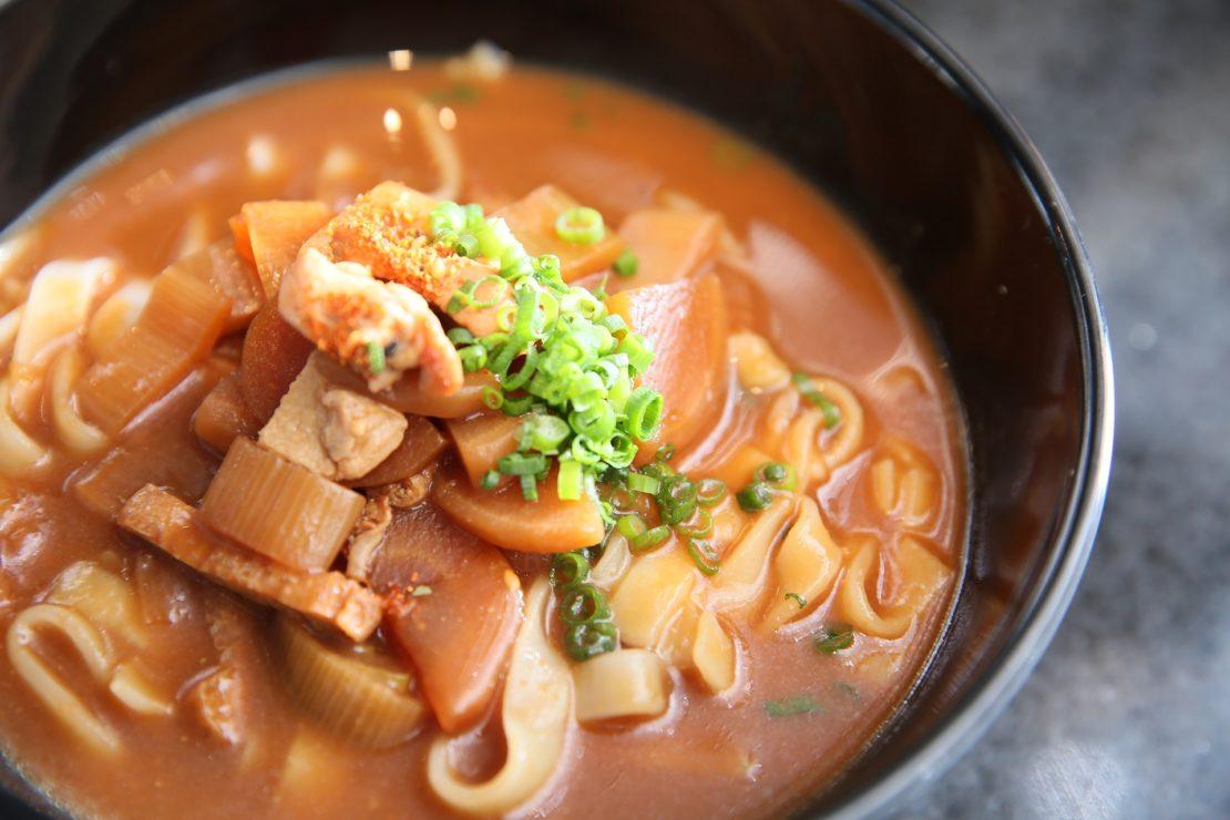 スープに焼き石を投入!『つけめんTETSU』がJRゲートタワーにオープン!