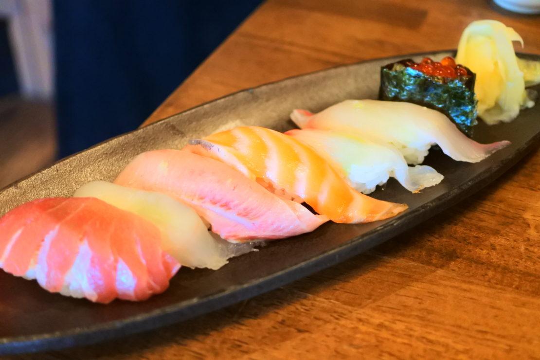 ランチ、土曜日の昼飲みにも!伏見で魚料理・寿司を楽しむなら「すしバル ちこり」