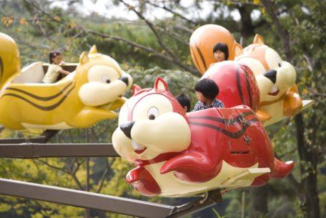 小さい子ども連れも楽しめる愛知県内の格安スポット7選。50円から遊べる乗り物も