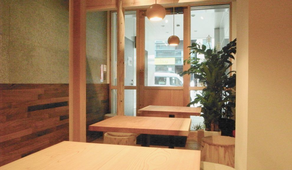 街中で森林浴!伏見駅「moriwaku cafe」は木の魅力でいっぱいのカフェ - R0016305 990x576