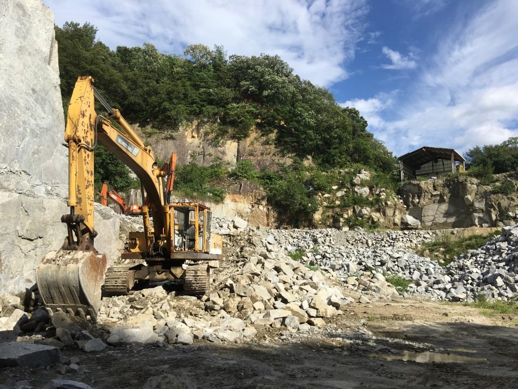 断崖絶壁の採石場見学や石のコースター作りも!「石のまち岡崎ディープツアー」 - aba1dd9afd994bc383f5259806be7bb4