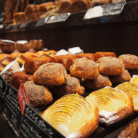 軽井沢発のベーカリーショップ「ベーカリー&レストラン沢村」がミッドランドに開店