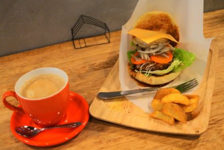 【閉店】野菜盛り放題のカフェランチを食べるなら!栄・矢場町『Cafe aohana』