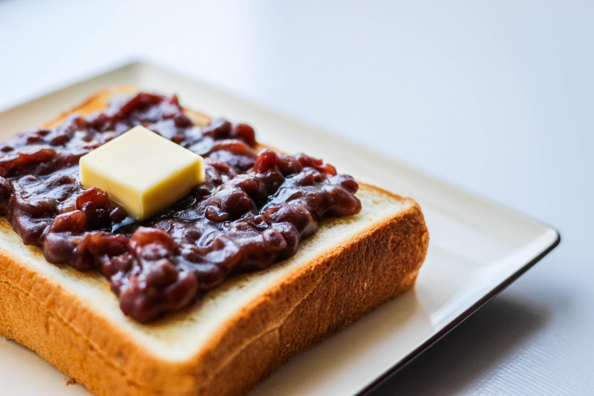 新しい定番名古屋土産!?「おにぎりせんべい」の小倉バター味が ...