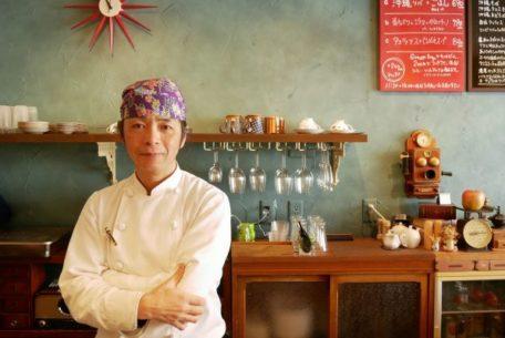 住宅街にひっそりと現れる沖縄料理店。庄内緑地公園のカフェとバー「うがみぶしゃ」