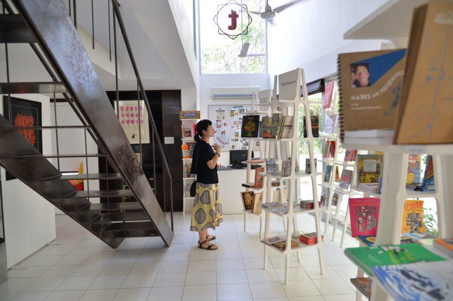 今注目の南インドの出版社「タラブックス」の展覧会が刈谷市美術館で開催 - DSC 2559 932x620
