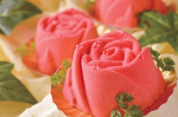 お母さんの本音に寄り添う「食べられる花束ケーキ」が登場!