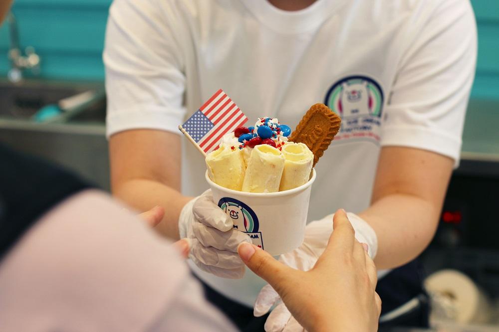 インスタ映えで話題、ロールアイス専門店「ROLL ICE CREAM FACTORY」が6/28に栄でオープン - sub4