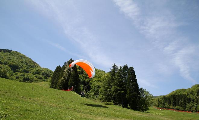 パラグライダー体験やBBQで夏休みを満喫! 岐阜・揖斐郡『エアロクルーズ』