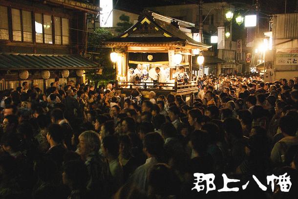 夜通し踊る「郡上おどり」。風情ある街並みで日本の夏を感じよう! - crowd large