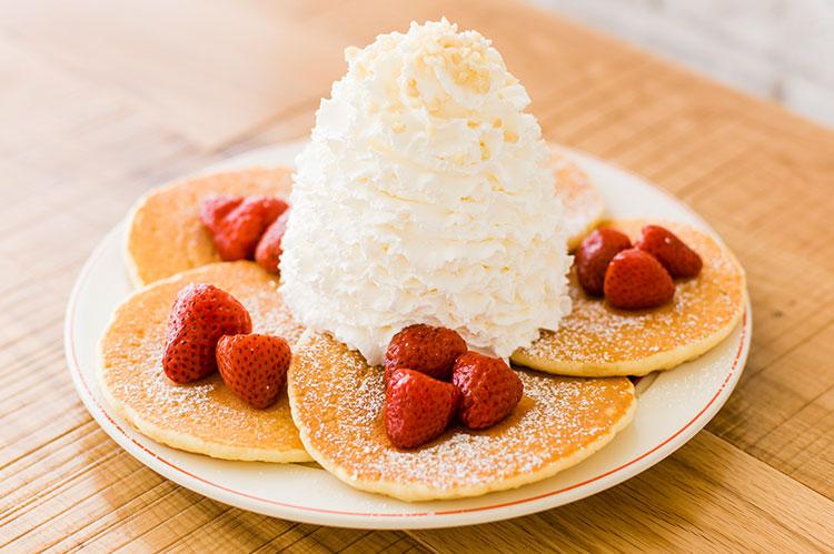 生クリーム特盛のパンケーキを味わおう! ららぽーと名古屋に「Eggs 'n Things」がオープン - C6C8A45A 47B1 431E AE53 7655E4A4033F