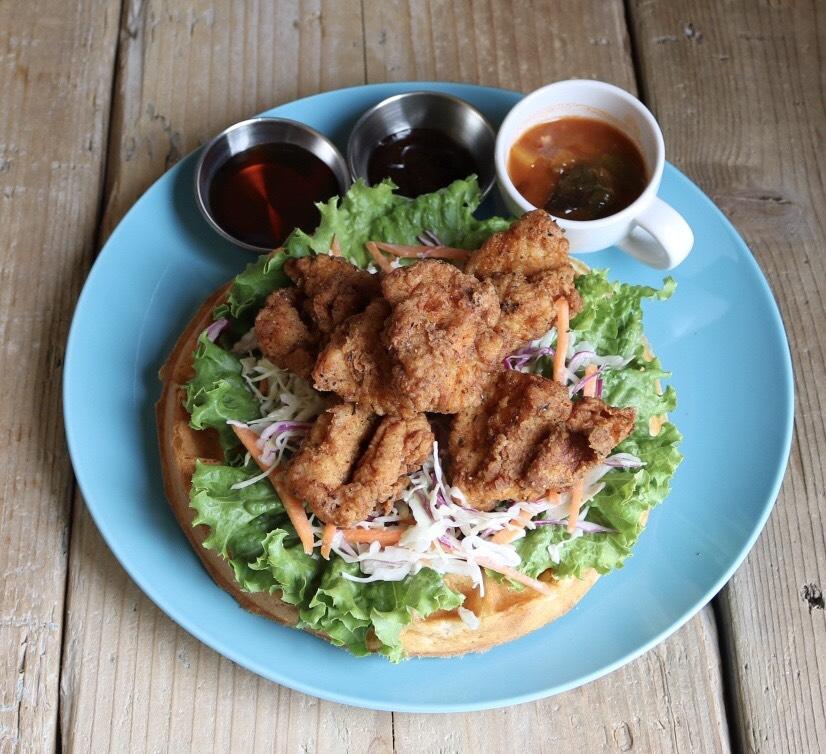 ケーキ屋さんが手掛ける焼きたてワッフルとスイーツのお店「Cafe WONDER」 - cafeWONDER lunch chicken