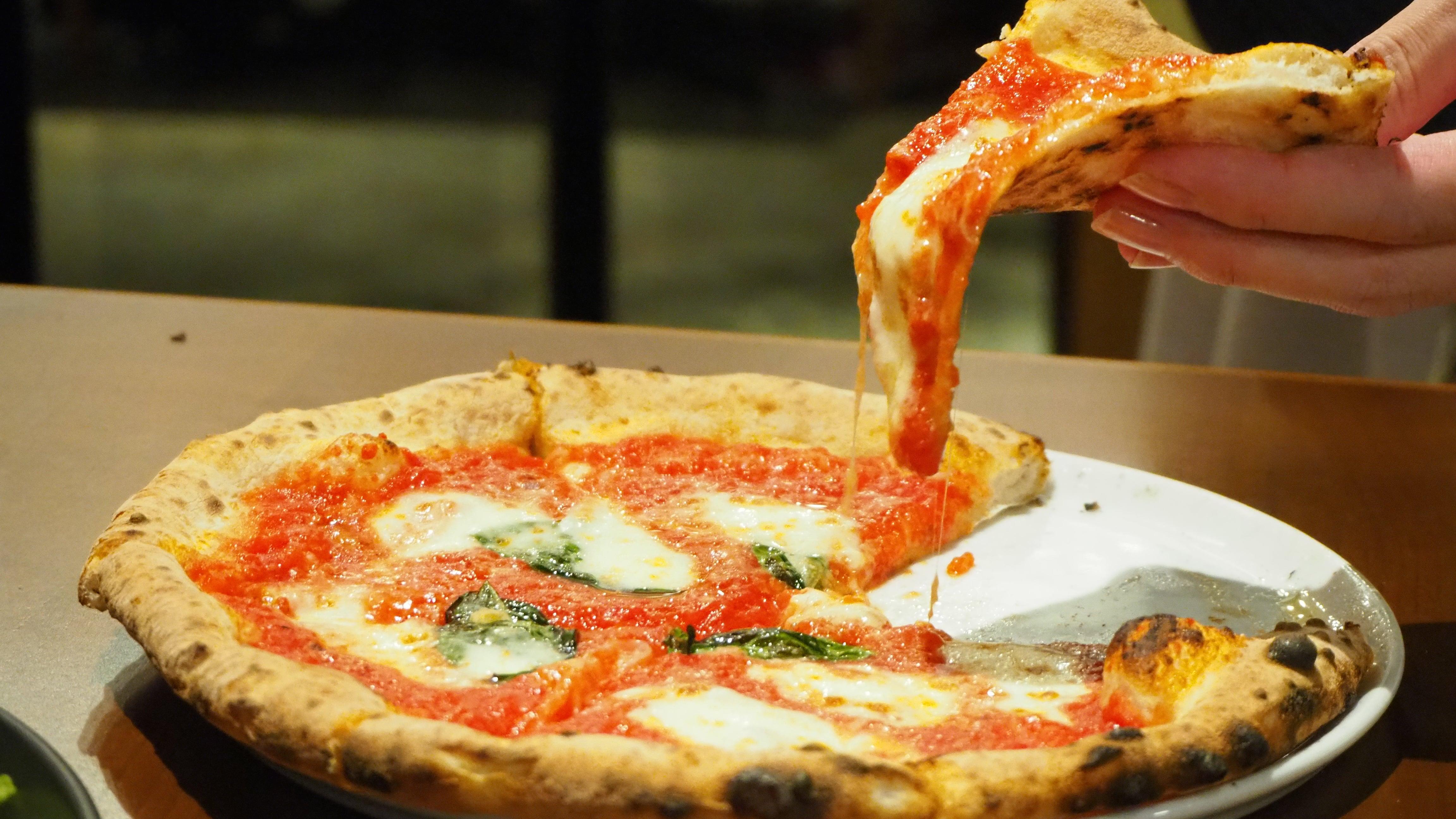 熱々とろ〜りなチーズに注目! 栄駅から徒歩5分のイタリアンで「窯焼きパスタ」実食 - pagina974