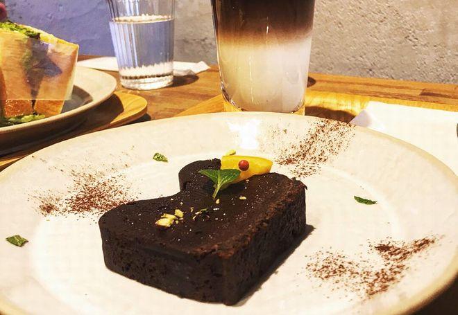 """""""非日常""""を味わいたい。本とコーヒー好きの店主が営む『キッサ マシマロ』 - KGYC9104"""