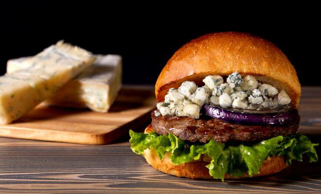 【期間限定】「ヴィレッジヴァンガードダイナー」のプレミアムチーズバーガーが贅沢すぎる。 - hVLH38xm 1